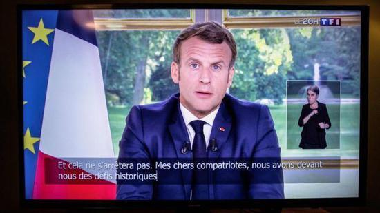 法国总统马克龙14日发表全国电视讲话