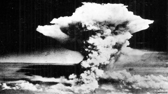广岛核爆掀起的巨大蘑菇云(Getty)