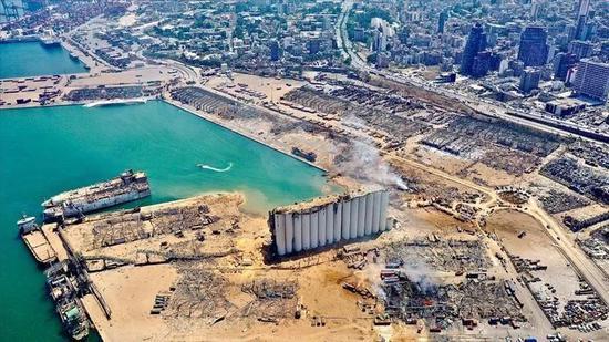 爆炸后的贝鲁特港口(图源:路透社)