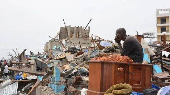 (图说:2012年刚果共和国发生爆炸,造成巨大破坏 图源/法新社)