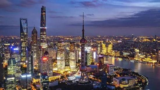 上海黄浦江畔(图源:《南华早报》)