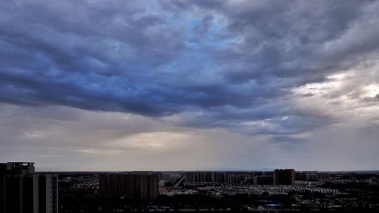 今晚北京 雨还未停晚霞就来了