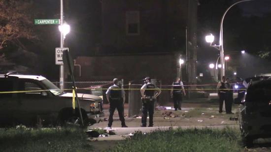 美国费城发生枪击案 枪手开车向人群开枪致5人伤