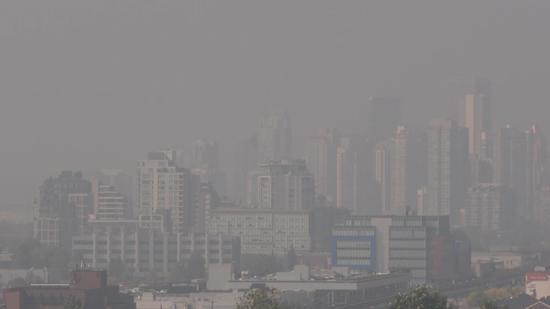 受美国山火影响  加拿大西南部地区空气严重污染