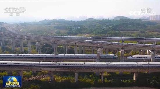 「华美登录」坐着高铁看中国华美登录丨高铁越山海贵图片