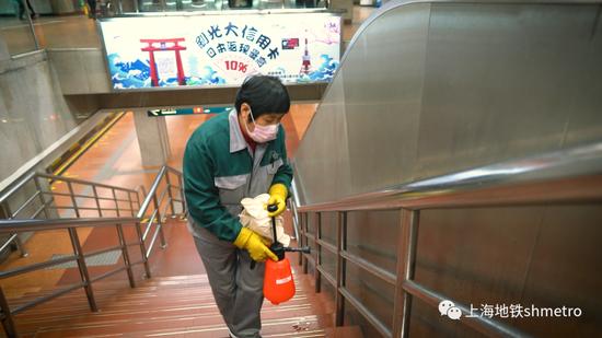 上海地铁:所有车站恢复设隔离区,高于37.3℃将二次测温图片