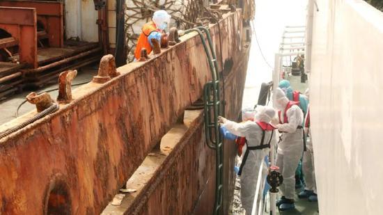 海南海警查扣一艘外籍船舶,涉嫌走私冻品460余吨图片