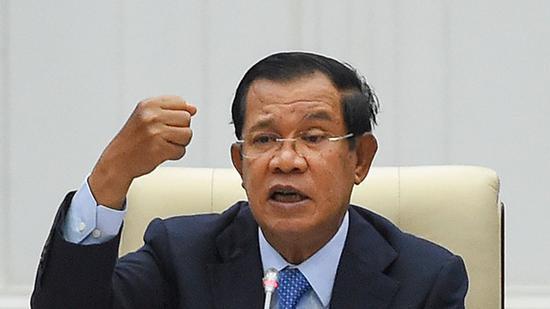 """柬埔寨首相洪森宣布该国完成首次石油开采:""""经济新成就"""""""