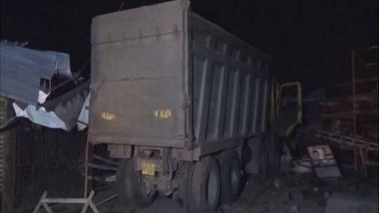 印度农民工路边睡觉被卡车碾压:13人死亡6人重伤