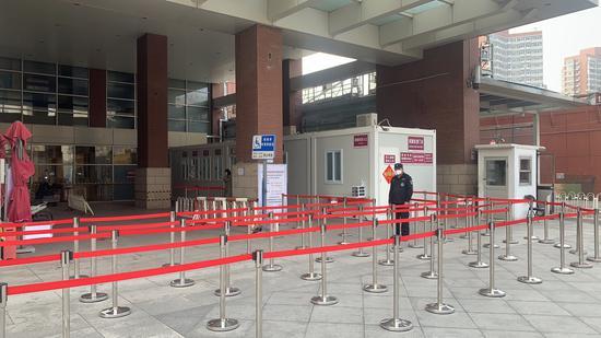 进返京政策调整,北京各医院核酸检测门诊降温图片