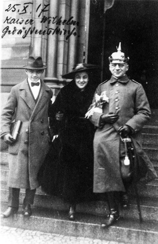 哈伯与第二任妻子和长子