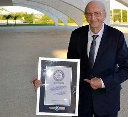 巴西94岁老人在一家公司工作80年 创世界纪录