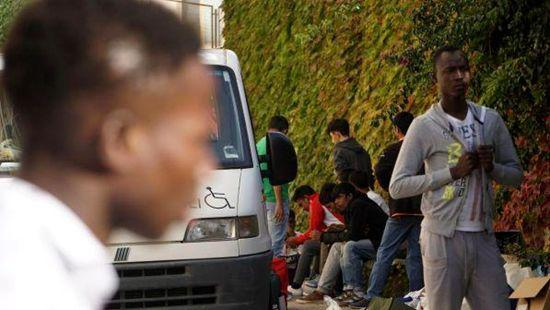 意大利布雷西亚市进行绝食的非洲青年难民 图片来自欧联网