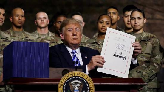 8月13日,美国总统特朗普签署了军费的2019年度国防预算和《国防受权法案》。