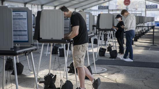 """谁将真正决定美国大选?看看这些""""预测""""总统的美国人"""