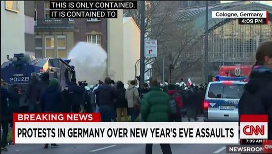 (图为德国反难民的游行和西方媒体的相关报道)