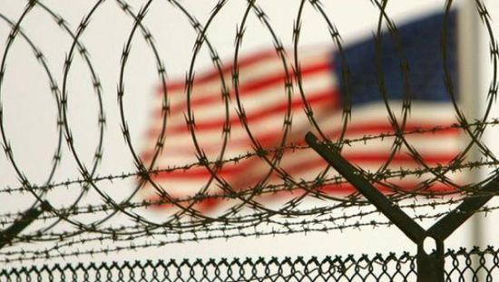 水刑撞墙不给睡?犯人手绘复原美国如斯虐囚