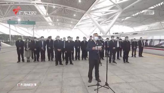 广东省委书记、省长两天两赴车站接站(图)图片