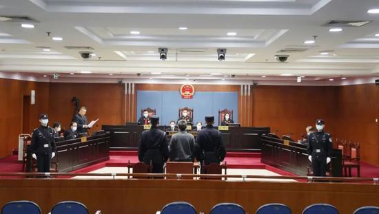 被控玩忽职守、妨害传染病防治,山东省监狱管理局原副局长王文杰等5人今受审图片