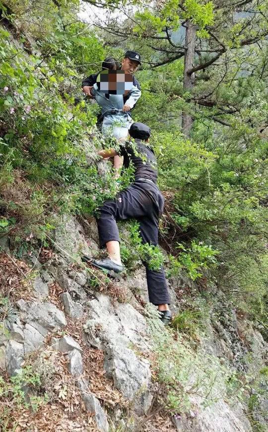 女子没买到九寨沟门票绕道进山 被困山崖4小时