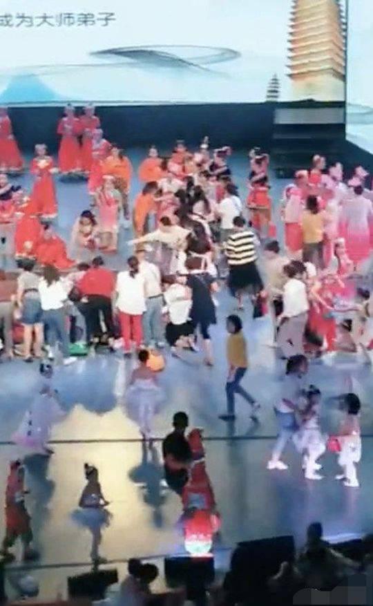 福建漳州垮塌舞台与杨丽萍有关?其公司回应