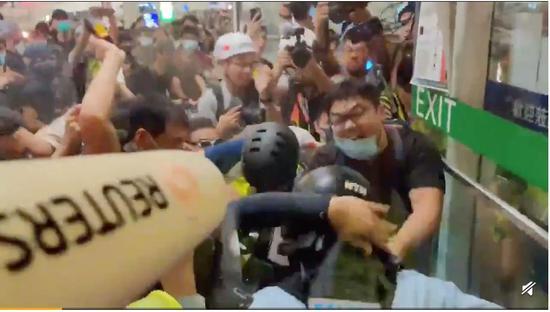港媒发布视频展现暴徒的凶狠 暴徒们还承认了这事|胡椒喷雾|香港