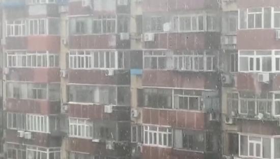 """今天京城飘""""雪""""了?市民拍下这神奇一幕,气象专家释疑图片"""