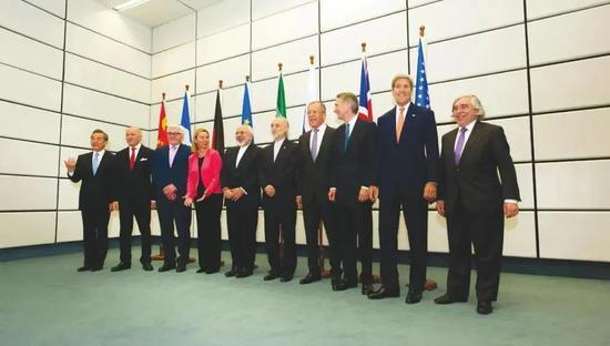 △伊核问题六方、欧盟及伊朗代表在达成协议后合影