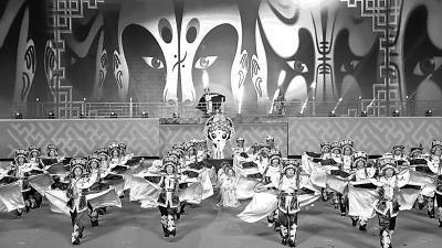 2018汤显祖国际戏剧交流月将于9月28日—10月底在江西省抚州市举办,图为2017年交流月演出现场。陈强摄/光明图片