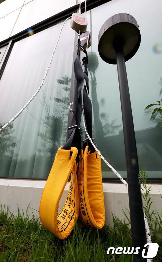 逃跑人员使用的缓降器(news 1)