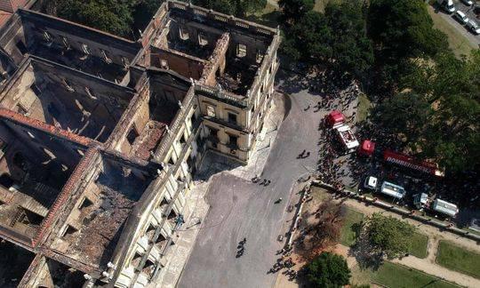 巴西國家博物館在一場大火中徹底燒燬