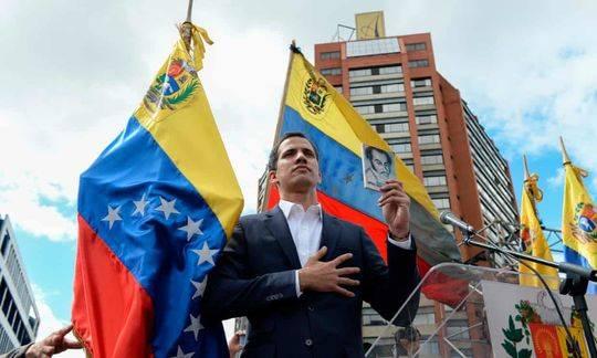 委内瑞拉自称为临时总统的瓜伊多是何许人也?