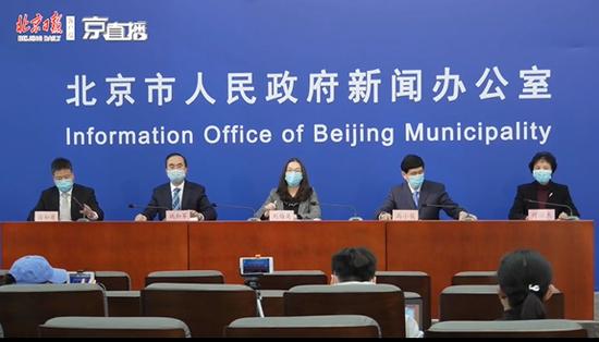 """北京市改善急诊秩序:控制陪同人员 做到""""一患一陪护""""图片"""