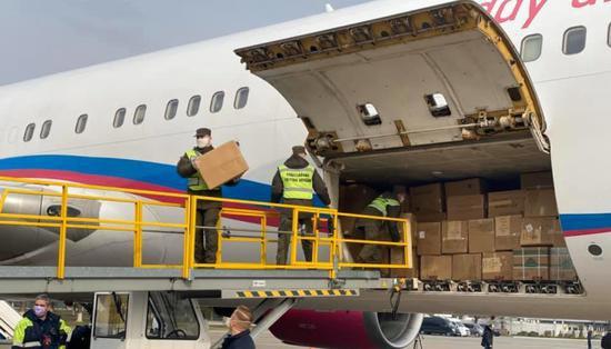 第二架满载医疗物资的飞机从中国抵达乌克兰图片