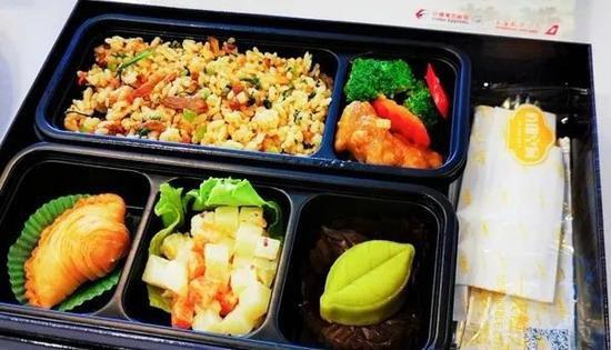 东航试点推出热食 本文图片均来自各航司微信民众号