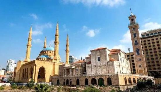 ▲黎巴嫩清真寺与基督教堂并存