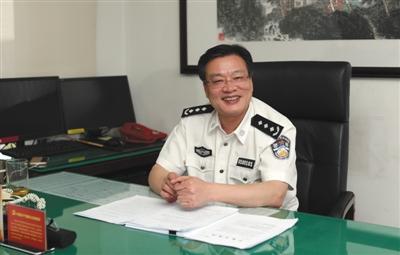 6月20日,司法部戒毒管理局局长曹学军在办公室接受新京报记者采访。新京报记者 王飞 摄