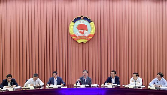 5月25日,十三届全国政协第三次双周协商座谈会在北京召开,中共中央政治局常委、全国政协主席汪洋主持会议并讲话。 新华社记者殷博古摄
