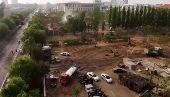 4月23日华堂拆除现场航拍图 澎湃新闻记者 陈思 冯元晴图