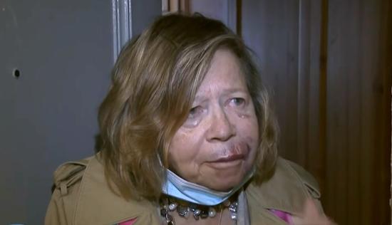 美国75岁前女记者遭无故殴打:我们回到了糟糕的年代