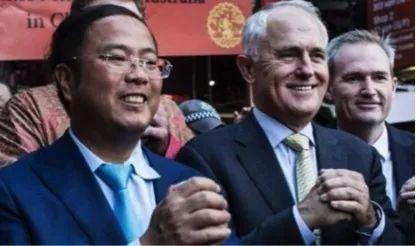 圖爲黃向墨與澳大利亞前總理特恩布爾