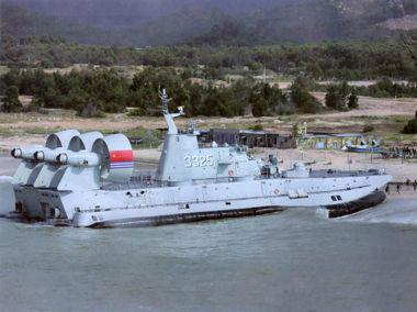 """解放军""""欧洲野牛""""气垫登陆艇"""