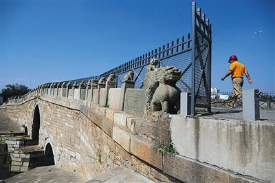 昨日,八里桥旧桥。八里桥旧桥建于1446年,是典型的直拱桥。本版摄影/新京报记者 侯少卿
