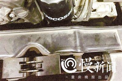 事故前刘女士车辆原装的前端框架支架(受访者供图)