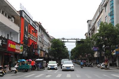 7月6日,横店万盛街即为早期的纺织一条街。