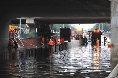 北京暴雨已转移群众1825人 共关闭景区121家(图)