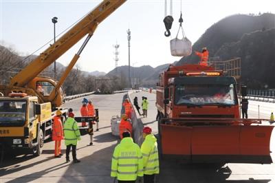 京藏高速北京段首用降雪预警系统 可检测结冰情况