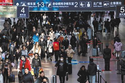 1月21日,北京西站,随着春节的临近,火车站内的返乡客流明显增多。 新京报记者 李凯祥 摄