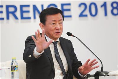 """4月9日,博鳌亚洲论坛2018年年会,国民经济研究所所长樊纲在""""亚洲经济预测""""分论坛上发言。 图/视觉中国"""