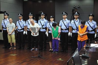 昨日上午,青岛城阳灭门案一审宣判,四被告人均被判处死刑。青岛市中院供图